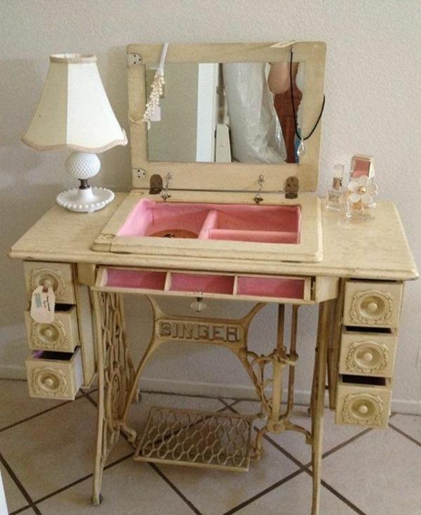 donare nuova vita ad una vecchia macchina da cucire il blog italiano sullo shabby chic e non solo. Black Bedroom Furniture Sets. Home Design Ideas