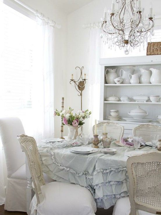 Carrellata di credenze in shabby chic