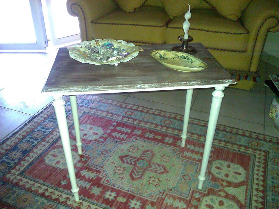 Tavolinetto da salotto in stile shabby chic