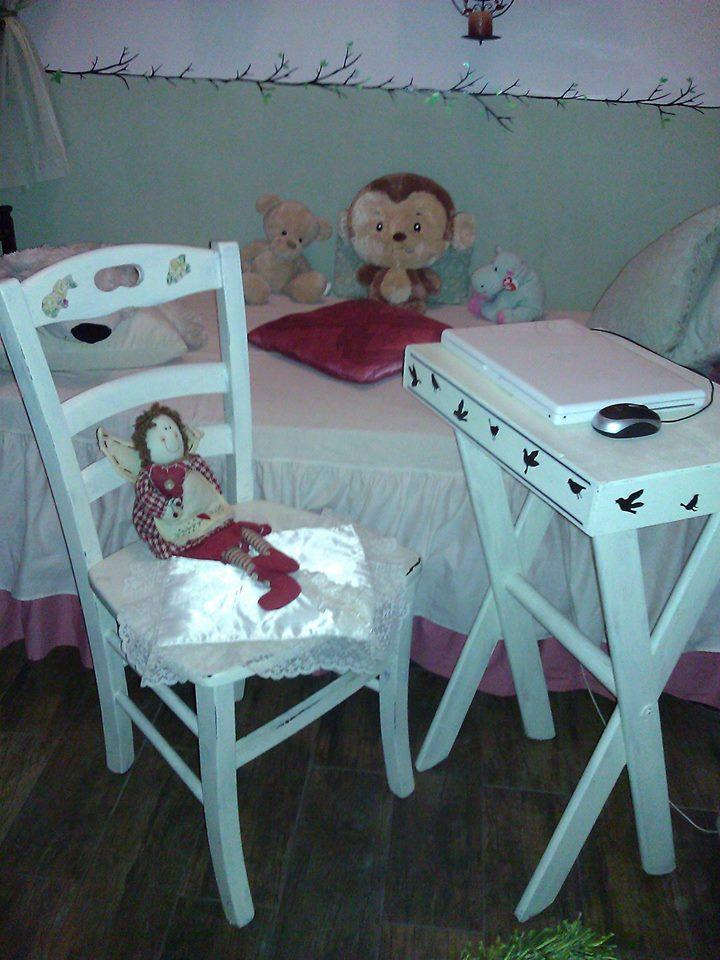 Tavolino porta pc con sedia in stile shabby chic