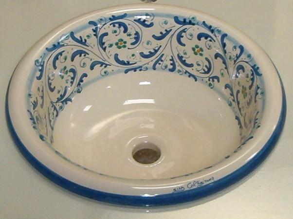 Bellissimi i lavelli decorati e collocati in un bagno - Lavelli da bagno ...