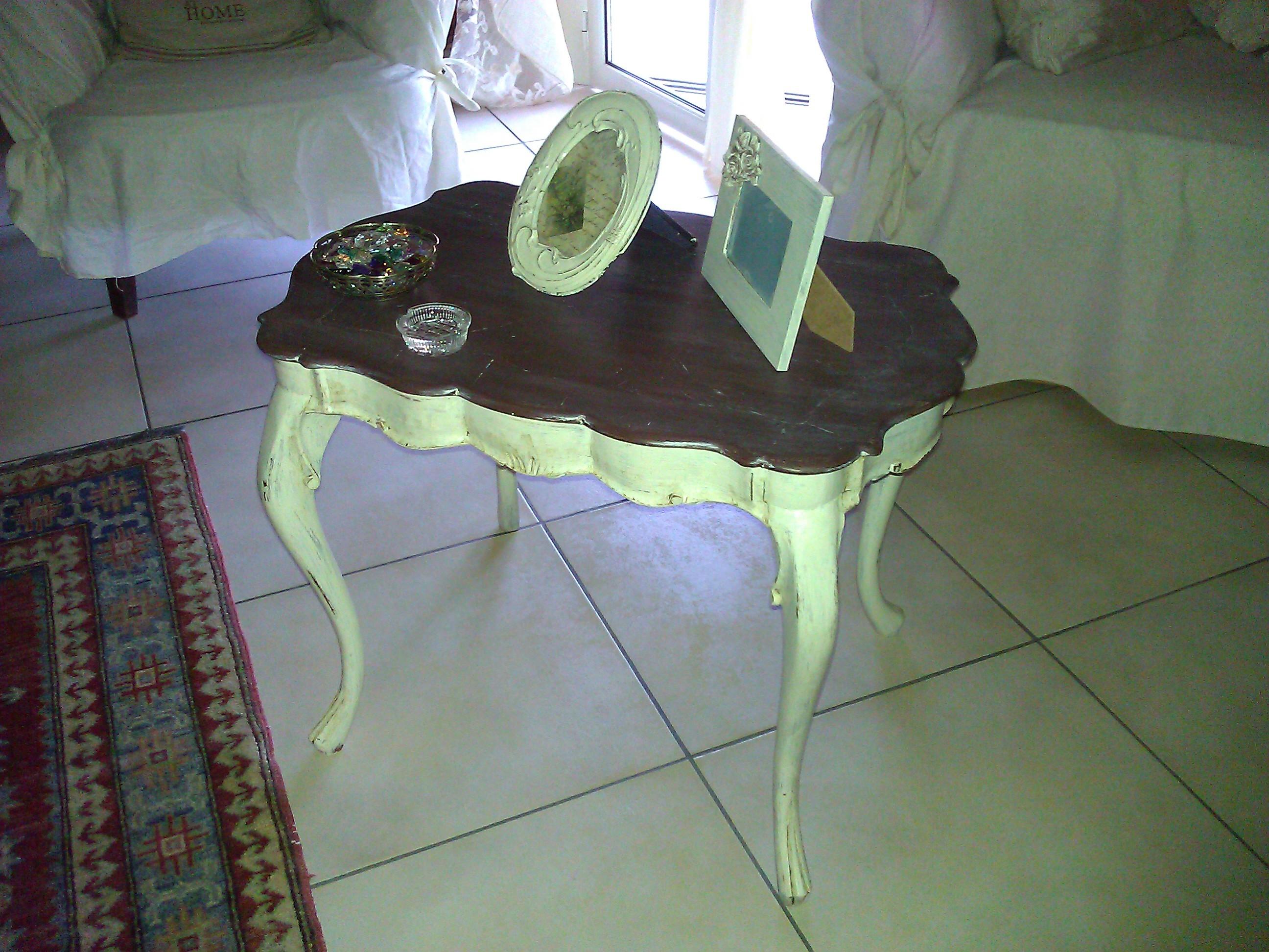 Tavolino in stile shabby chic