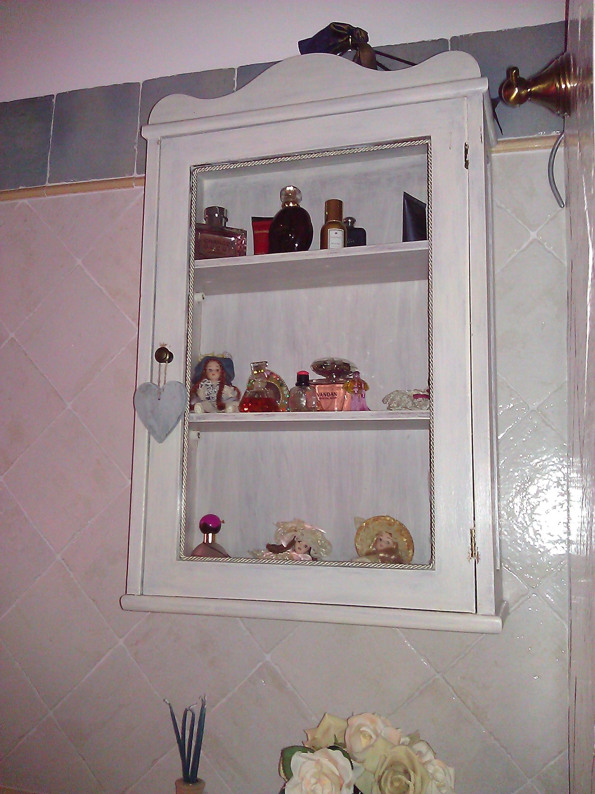 Scaffale porta oggetti da bagno in stile shabby il blog italiano sullo shabby chic e non solo - Oggetti per arredare il bagno ...