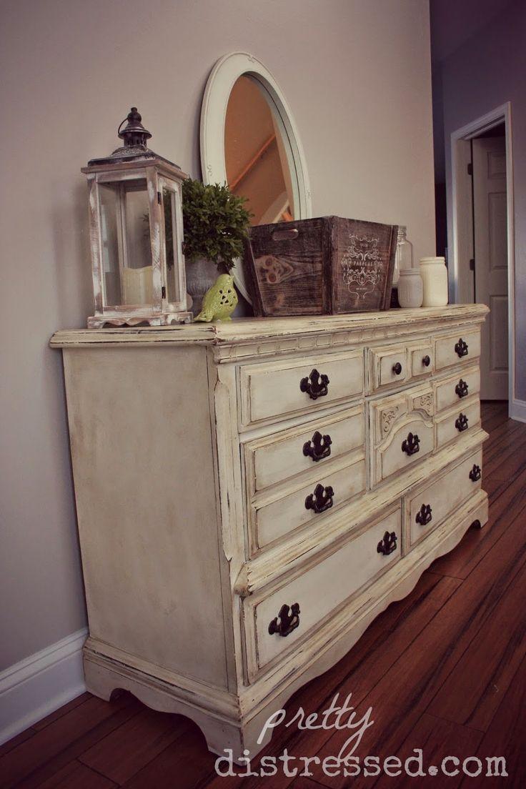 exciting white distressed painted furniture | Vecchi cassettoni riportati allo Stile Shabby Chic - Il ...