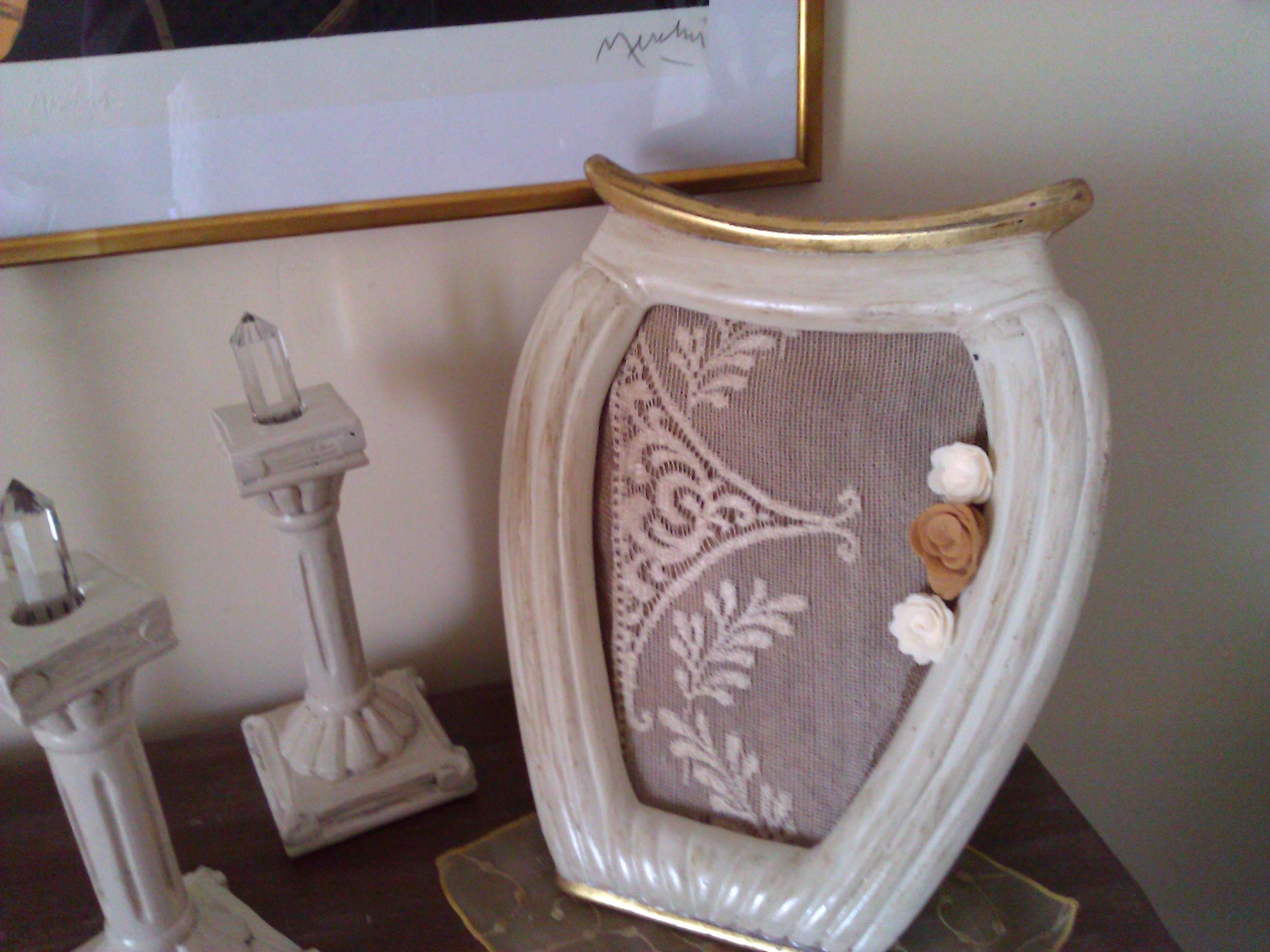 Cornice a forma di vaso in stile shabby