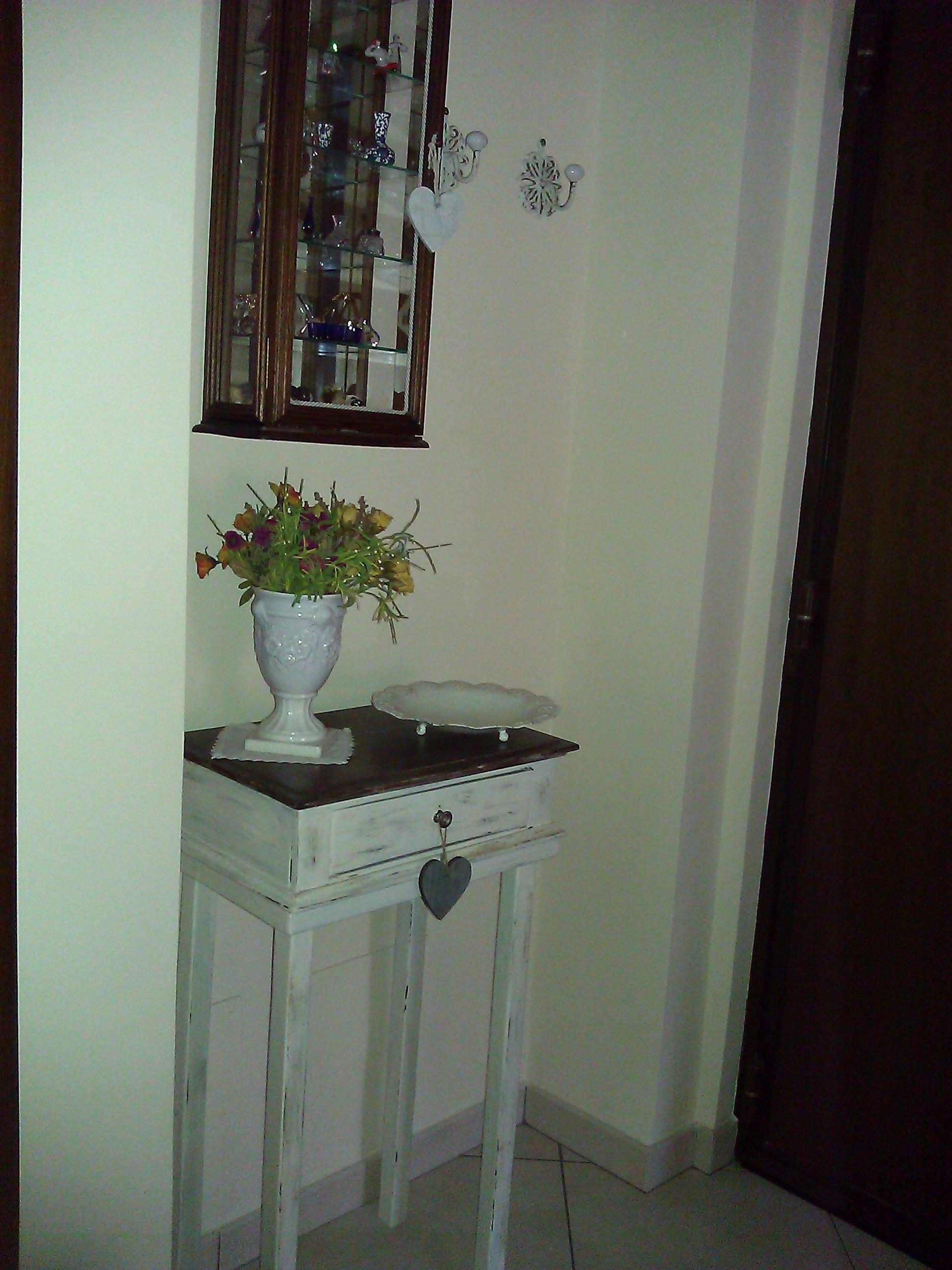 Piccolo Tavolinetto in stile Shabby Chic