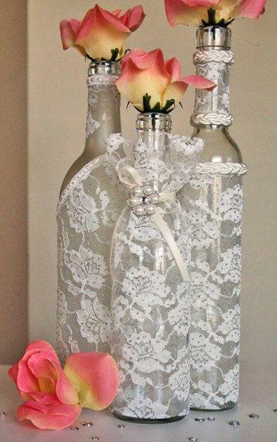 Semplici bottiglie di vino che diventano preziose e decorative