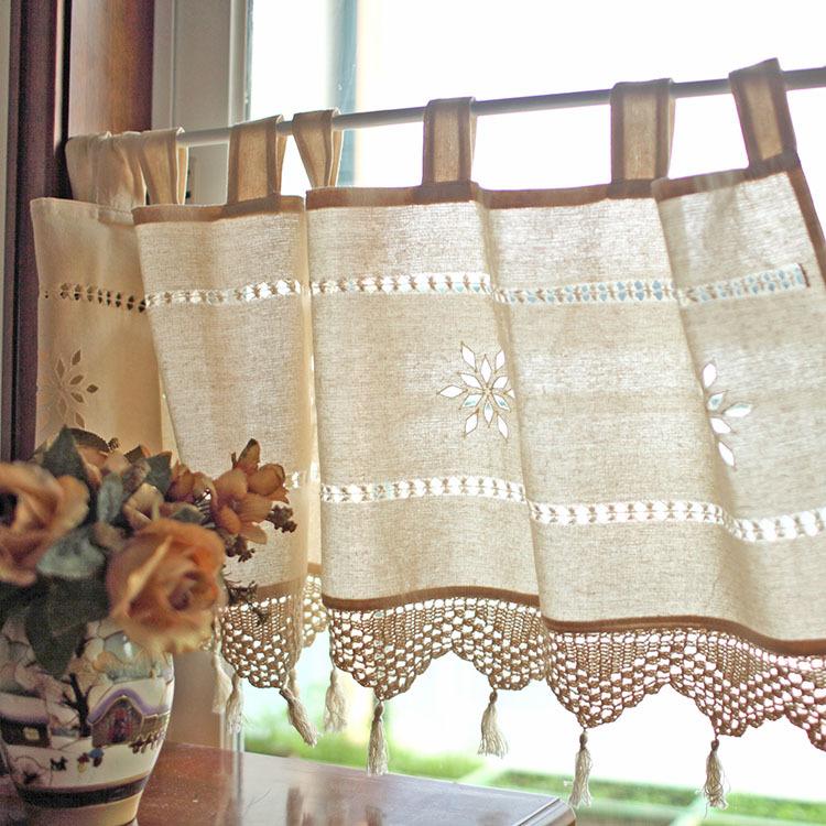 Bellissime balze sopra tende all 39 uncinetto nello lo stile for Muebles de cocina con cortinas