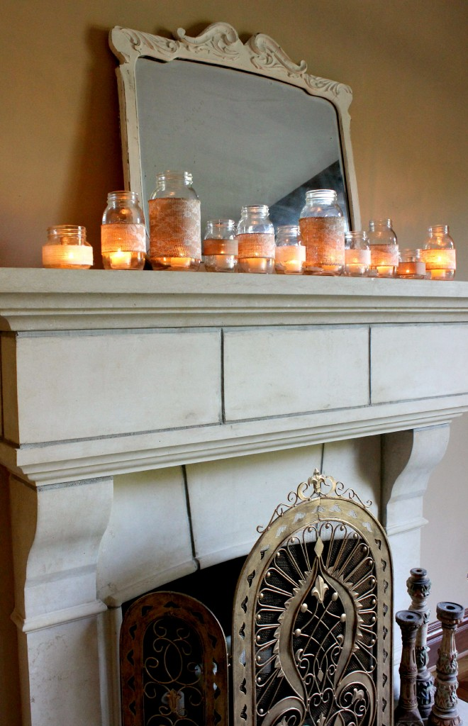 Graziosi e suggestivi porta candele all'uncinetto con pizzi e merletti