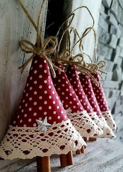 Alberelli di Natale imbottiti e rivestiti in tessuto