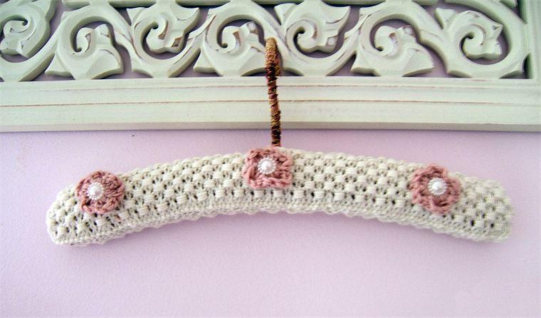 Free Crochet Pattern Coat Hanger Cover : Grucce Shabby rivestite con lavorazione alluncinetto - Il ...