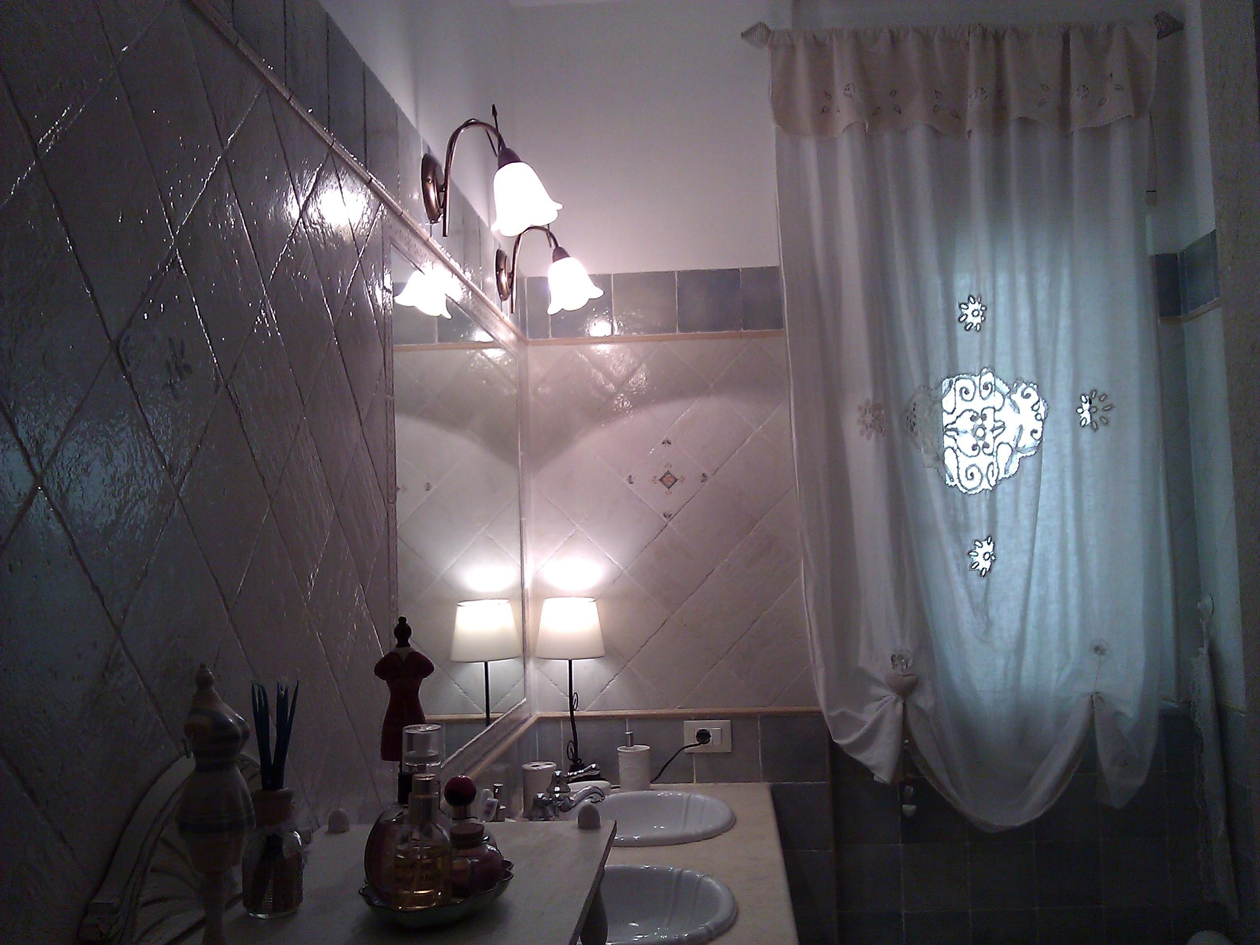 Tenda in lino con applicazioni in merletto per il bagno Shabby
