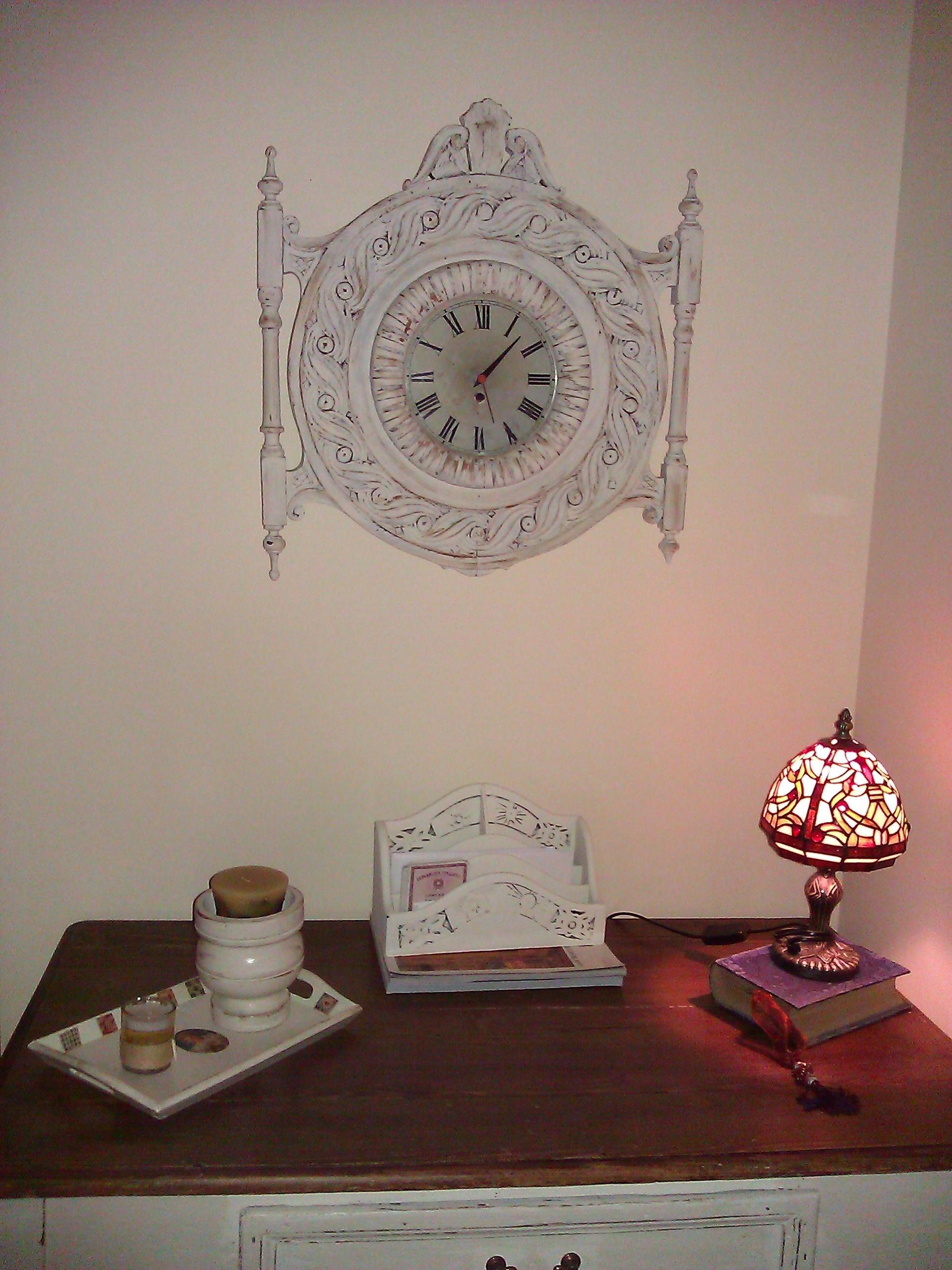 Vecchio orologio da parete riadattato in Stile Shabby