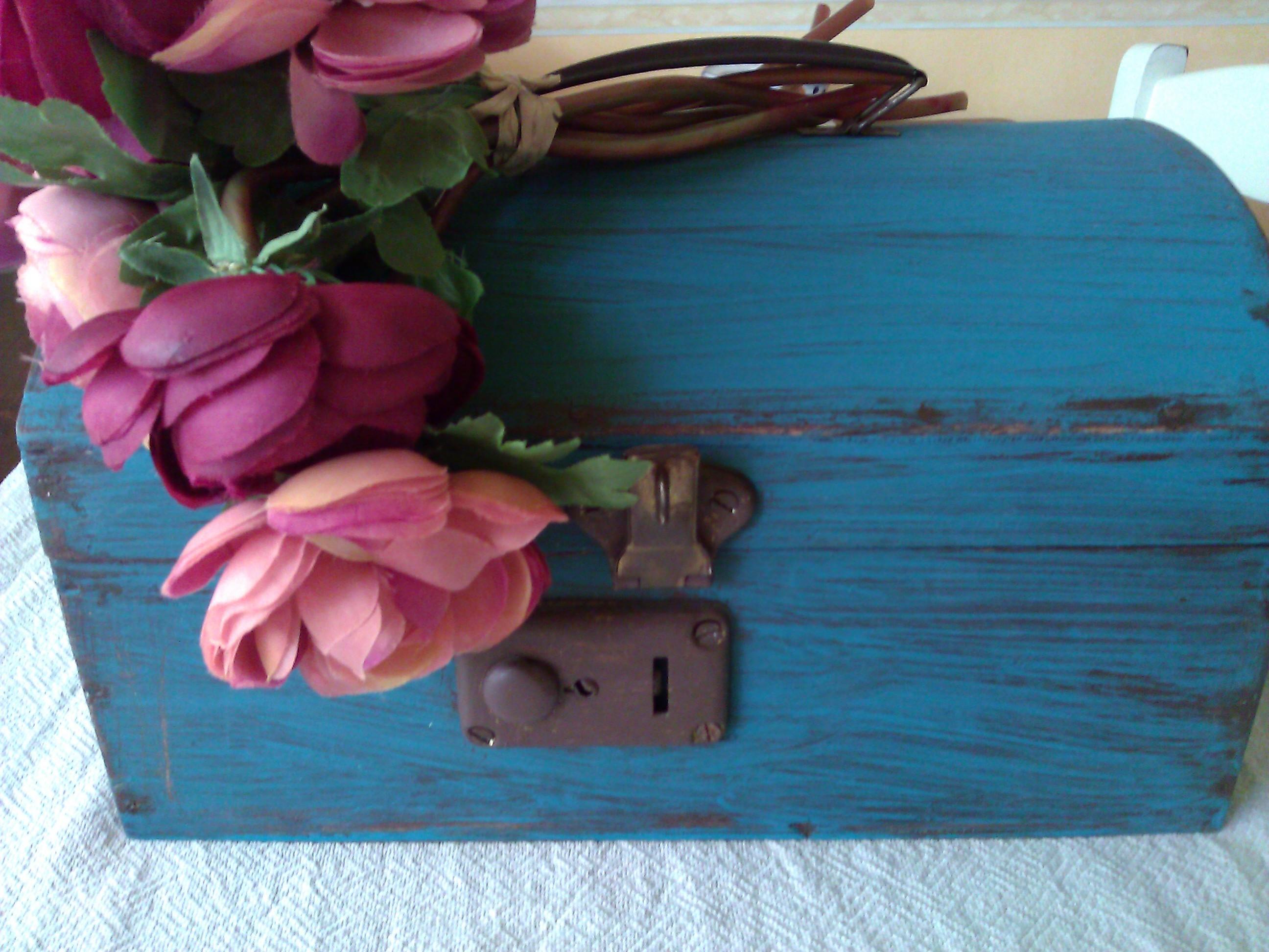 Vecchia cassettina porta oggetti Shabby Country