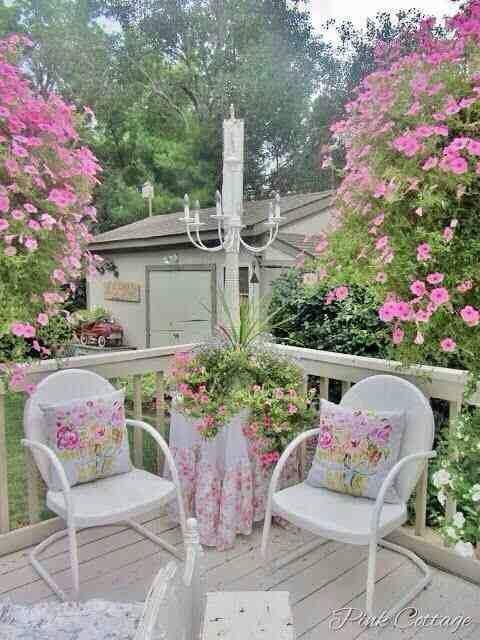 Terrazze Verande e Giardini Shabby idee per un'estate