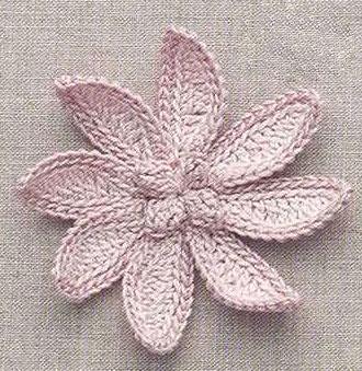 Delizioso fiore all'uncinetto con schema