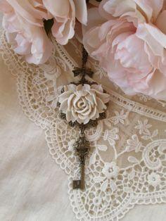 Collezione di vecchie chiavi nello stile Shabby