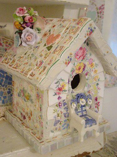 Geniali casette Shabby costruite con cocci di porcellane