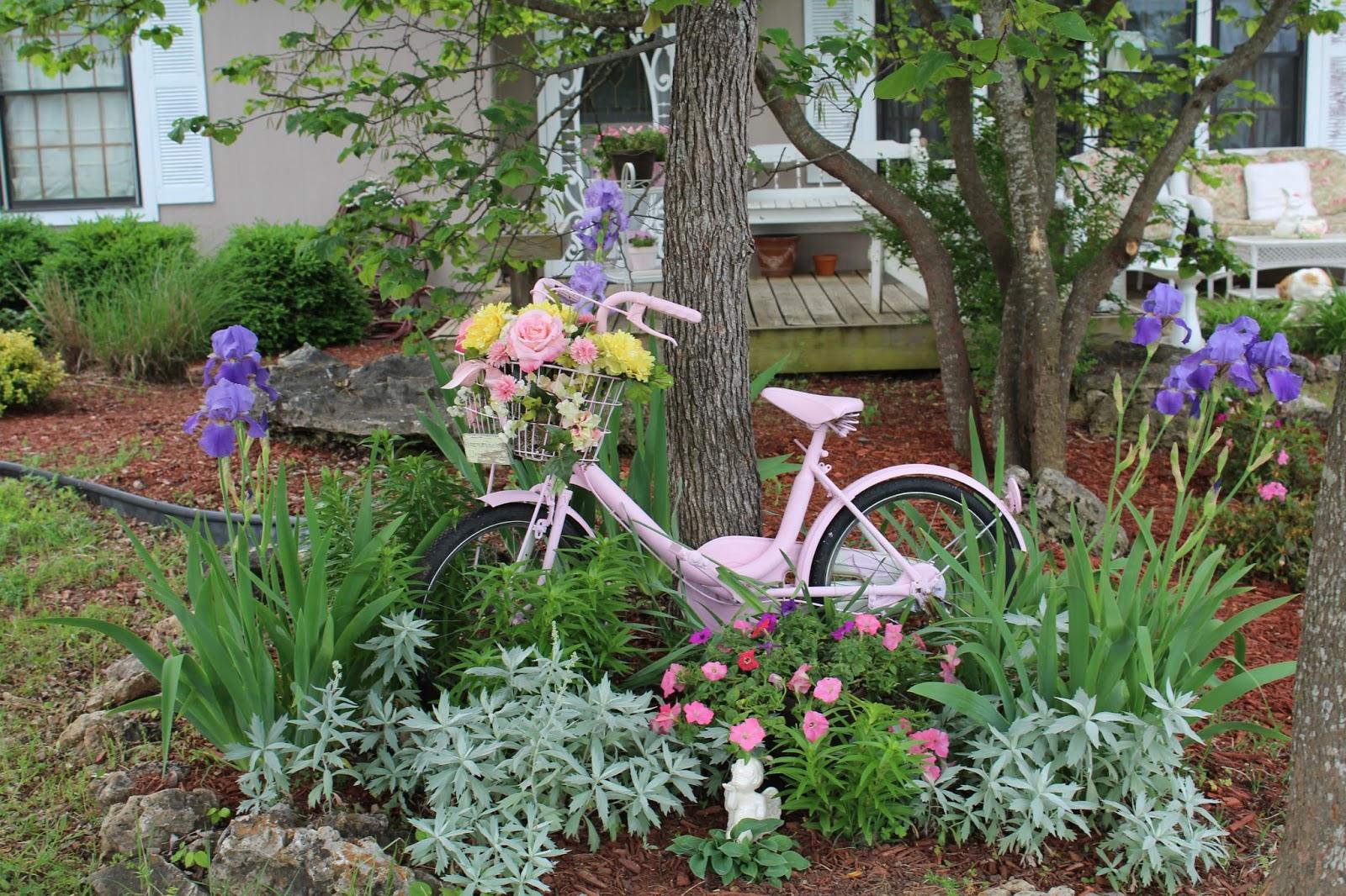 fiori odori e colori nei giardini in stile shabby il blog italiano sullo shabby chic e non solo. Black Bedroom Furniture Sets. Home Design Ideas