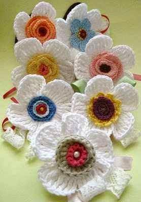 Graziosi fiori all'uncinetto con schema, per decori
