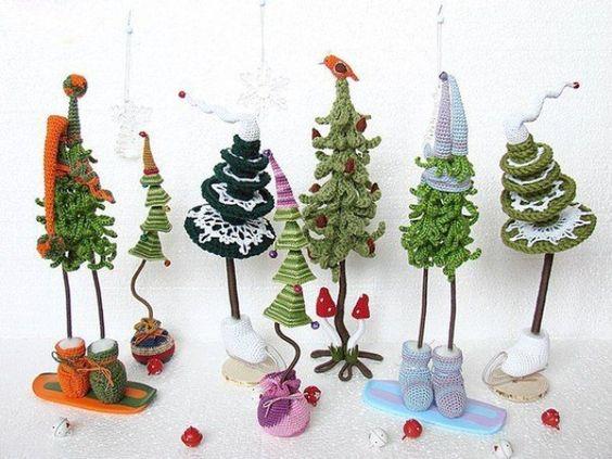 Piccoli e graziosi alberelli natalizi all'uncinetto