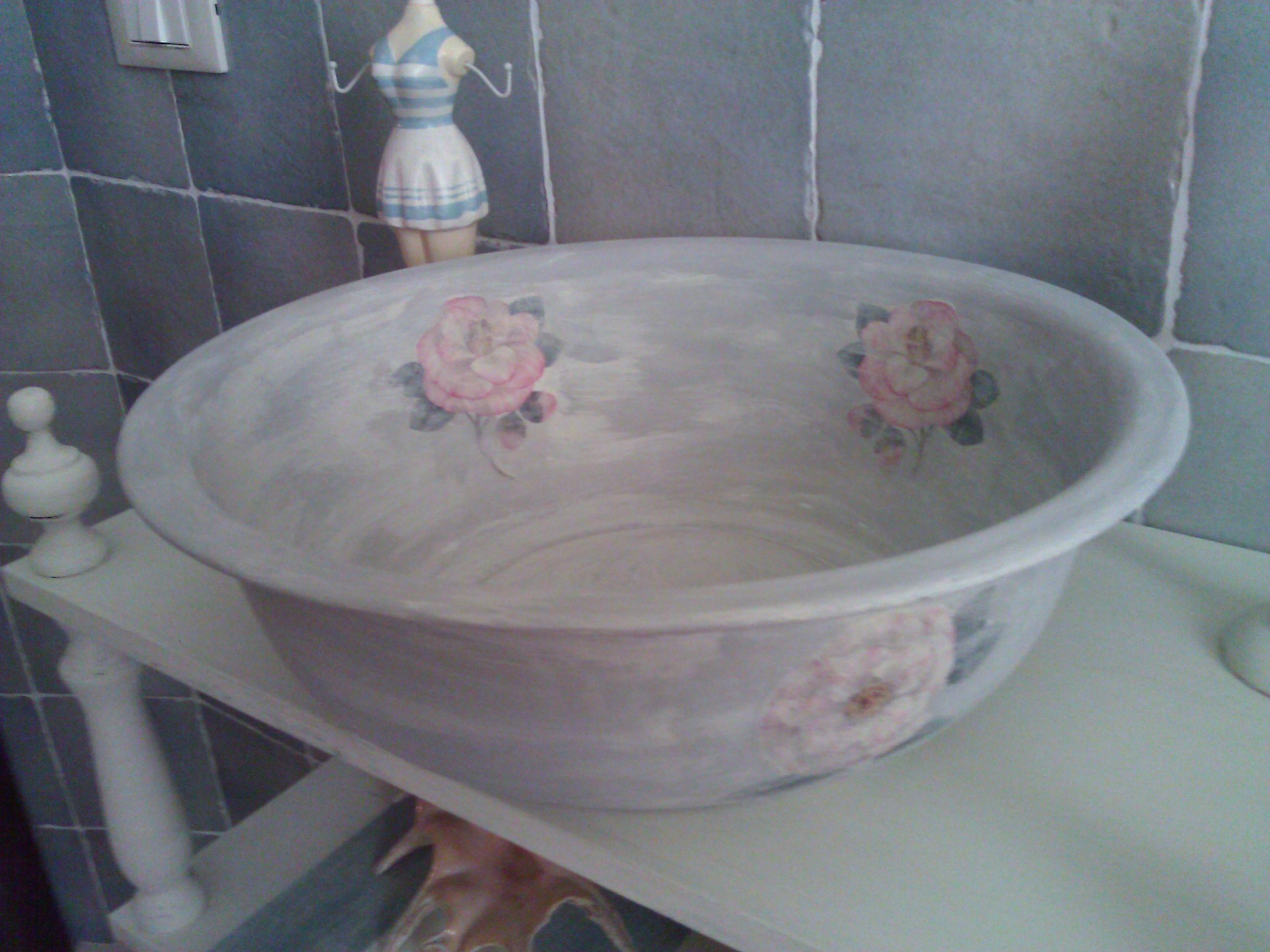 Antica bacinella della nonna adattata con decoupage allo stile Shabby.