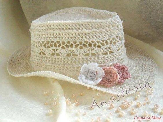 Romantici cappellini all'uncinetto con schema