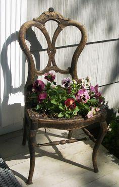 Idee shabby per arredare un balcone o un giardino con le for Idee giardino shabby