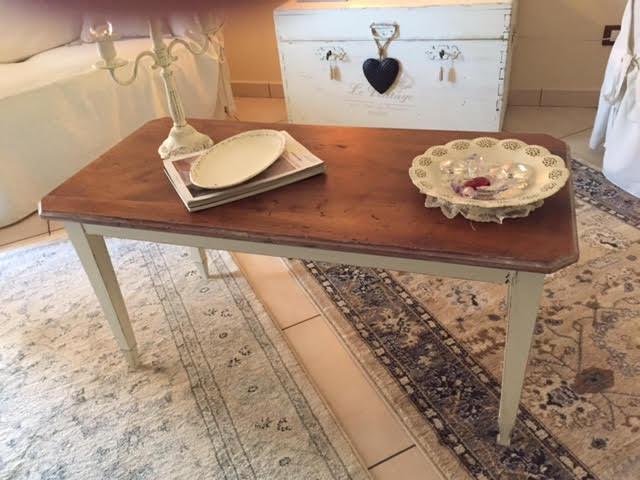 Restyling di un vecchio tavolino in stile Shabby Chic