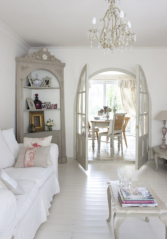 Bellissimi arredi in stile shabby in un cottage inglese for Arredamento country inglese