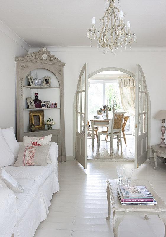Bellissimi arredi in stile shabby in un cottage inglese for Foto di cucina inglese cottage