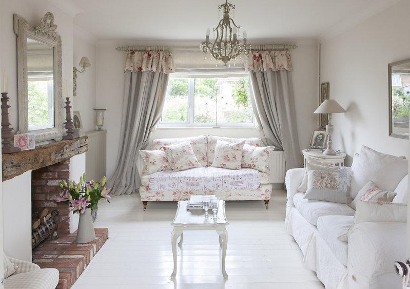 Bellissimi arredi in stile shabby in un cottage inglese for Arredamento soggiorno stile provenzale