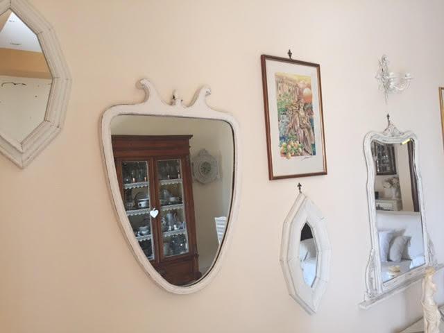 La mia parete a specchi Shabby dopo l'ultimo restyling