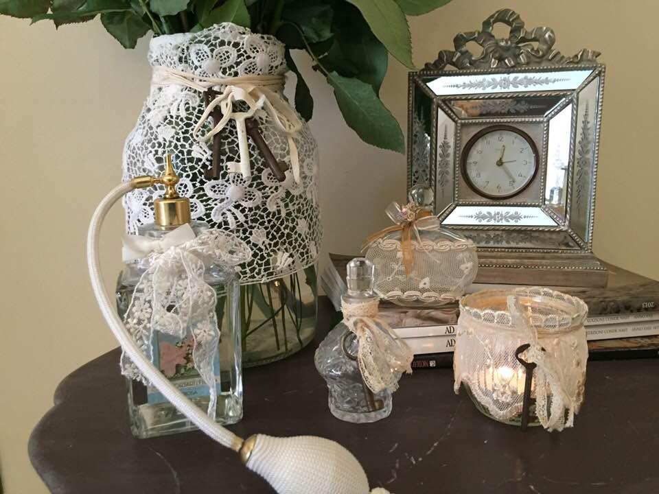 Piccoli e grandi oggetti di vetro con pizzi e merletti for Oggetti stile shabby chic