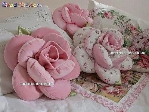 Cuscini a forma di fiore con tutorial
