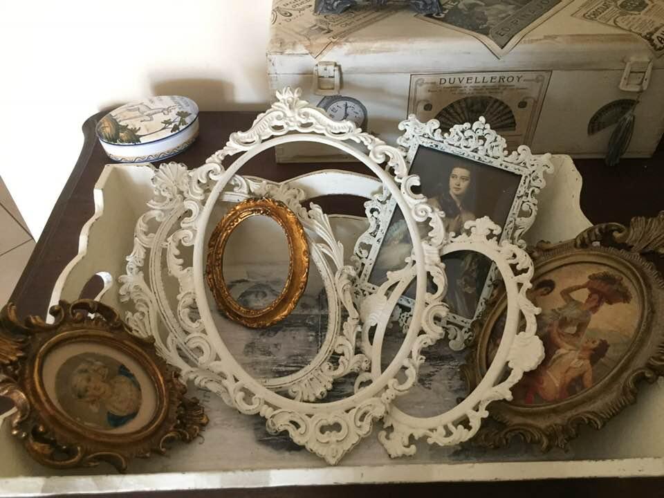 Cornici, quadretti Antichi e Vintage che si fondono con lo stile Shabby