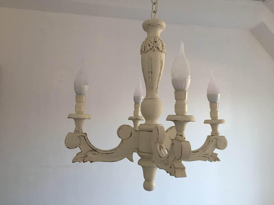 Antico lampadario in legno rivisitato in stile Shabby