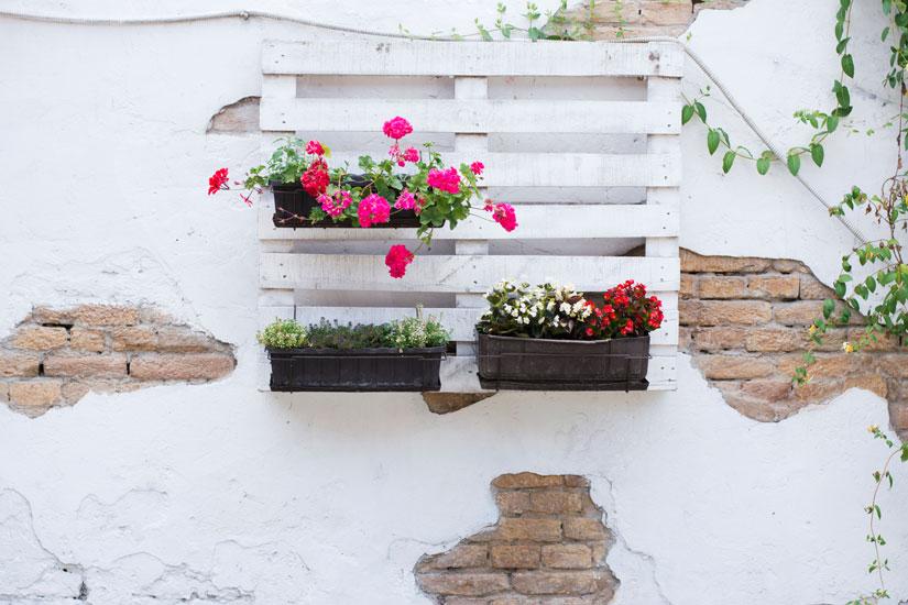 Tante idee per abbellire giardini e terrazze con il for Oggetti fai da te per arredare casa