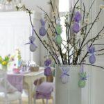 Uova per simboleggiare le festività Pasquali in ambienti Shabby