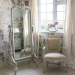 Grandi specchi in stile Shabby da collocare in camera e non solo