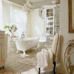 Elementi Vintage in un bagno in stile Shabby
