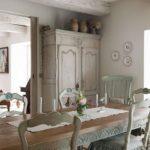 Restyling di vecchie sedie nello stile shabby