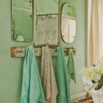 Grandi e Antiche cornici e specchi da parete nello stile Shabby