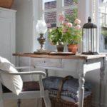 Piccoli tavoli che fanno da Consolle nello stile Shabby